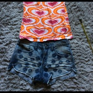 🌼3/25 Flowered embroidered cut off shorts sz 9-11